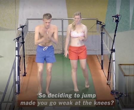 Să sari de la 10 metri înălțime nu-i așa ușor! Cum reacționează oamenii, aflați în premieră sus (Video)