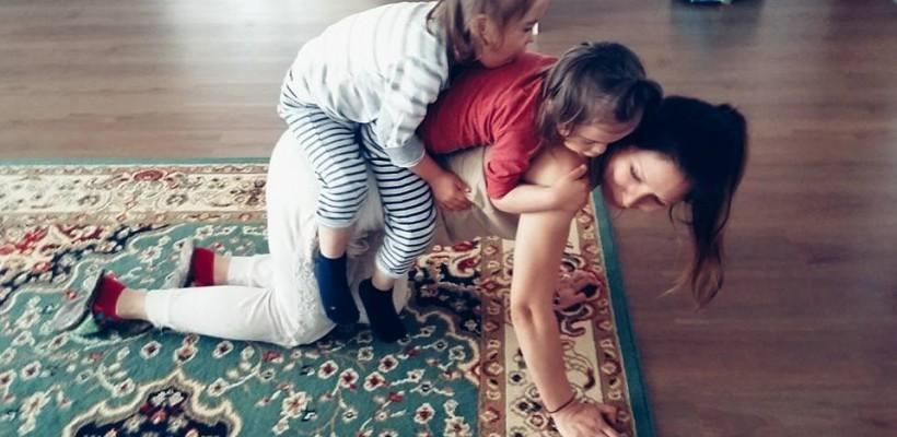 """Cristina Bălan susține alăptarea în public: """"Bebelușul nu cere sânul pentru că e trendy, ci pentru că-i e foame"""""""