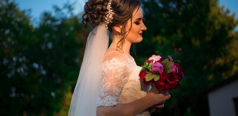 Miresele, în prag de toamna. Ce coafura și machiaj să alegi dacă ai nunta în 2017-2018 (Foto)