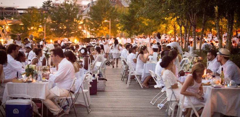 Sute de oameni vor lua cina în aer liber, îmbrăcați în alb. Tradiția, veche de 27 de ani, a ajuns și la București!