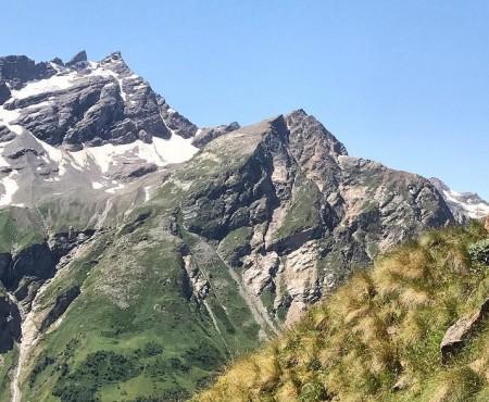 Trăiește experiența vieții! Moldoveanul care înghite săbii escaladează cel mai înalt munte din Europa