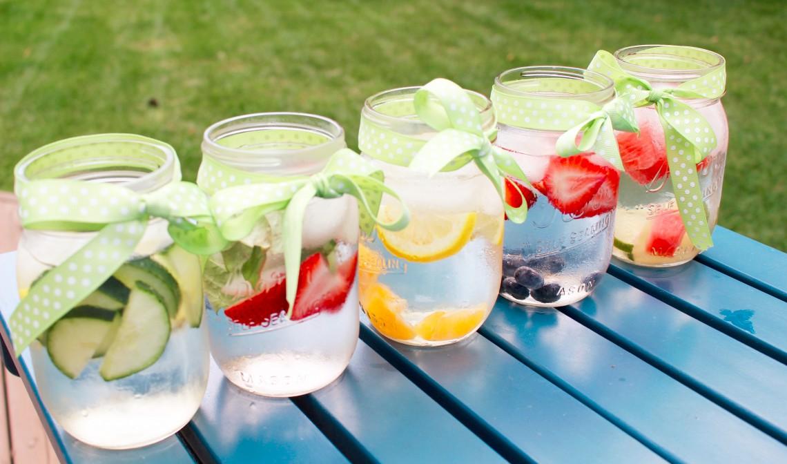 Nu poți consuma suficientă apă plată? Încearcă apa de fructe: deliciu hidratant