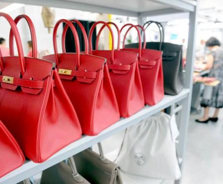 Toate femeile visează să aibă o astfel de geantă în garderobă! De ce însă gențile Birkin costă o avere?