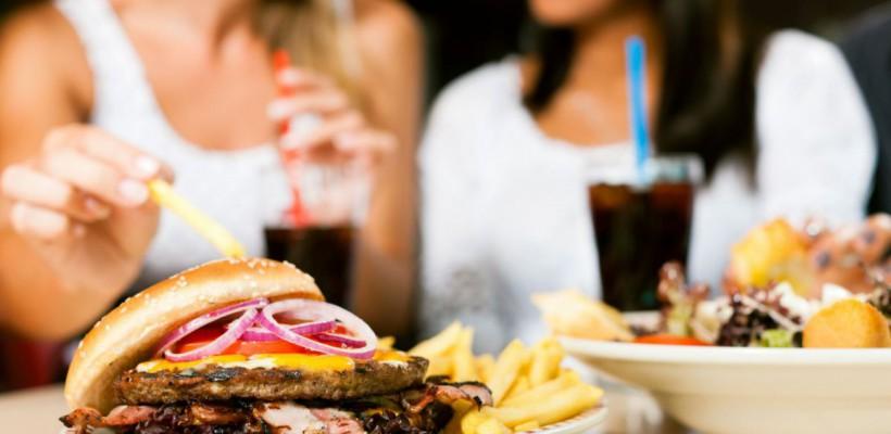 """Consumi frecvent produse """"junk food""""? Riști să te îmbolnăvești de cancer!"""