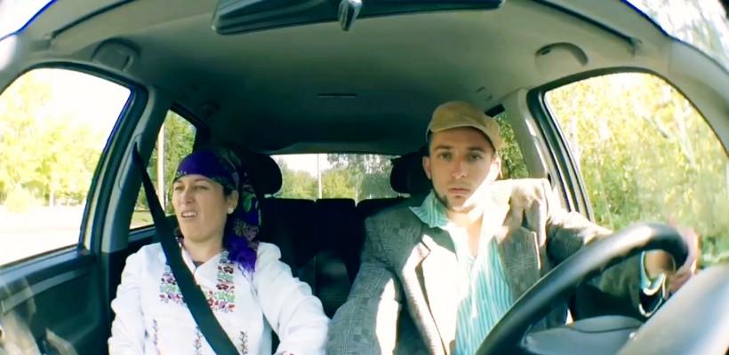 """Doi vloggeri, o singură forță: umorul! Nanu Danu și Victoria Roșca parodiază """"instinctul bărbătesc"""""""