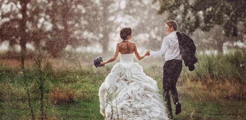 Cuplurile care fac nunta în această perioadă sunt organizate, rafinate și foarte atente la toate detaliile