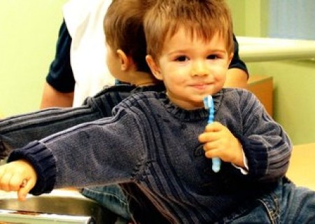 Ce influențează sănătatea dinților în primii ani de viață?