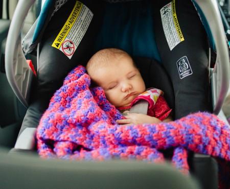 Ce se întâmplă atunci când nu folosești un scaun pentru copii în mașină?