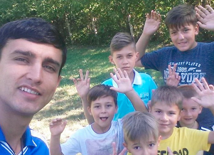 """Victor Andrieș – primul bărbat educator din Chișinău: """"Îi motivez pe copii prin jocuri!"""""""
