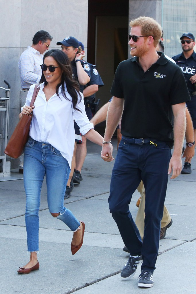 00-story-image-prince-harry-and-meghan-markle-holding-hands