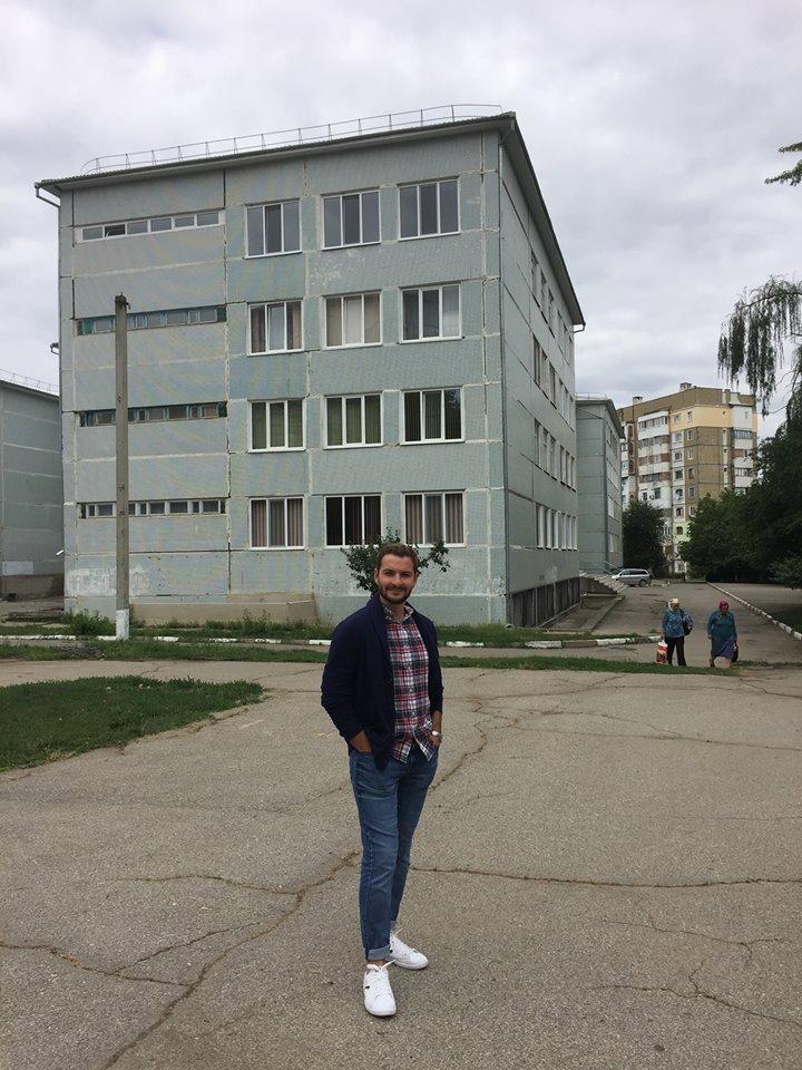Igor Stelea la Școala nr. 20 din Bălți, unde și-a făcut studiile