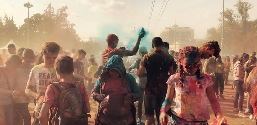 GALERIE FOTO. Weekend în culori. Festivalul Culorilor Darwin în PMAN