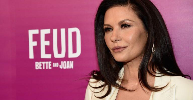 Actrița Catherine Zeta-Jones, în vârstă de 47 de ani, și-a arătat chipul fără pic de machiaj