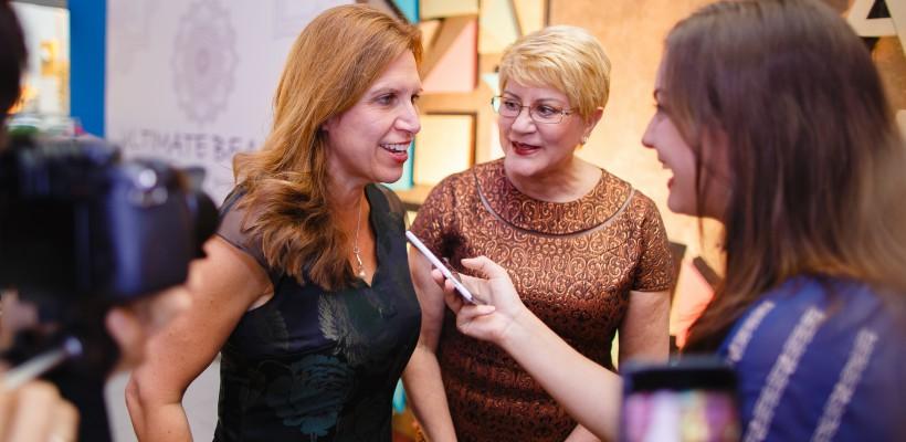 """Ambasadoarea Suediei și șefa USAID, la Moldova Fashion Days, purtând creații autohtone: """"Evoluția sectorului fashion din ultimii ani este lăudabilă"""""""