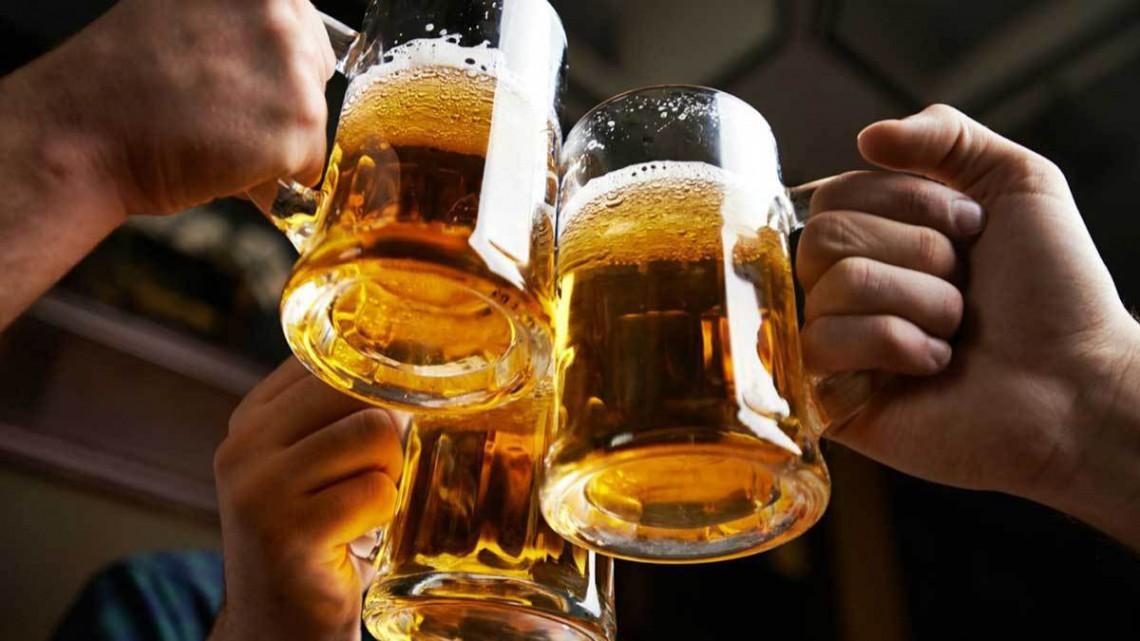Afacere spumoasă la Cahul: Un tânăr produce bere vie după o rețetă cehă (Video)