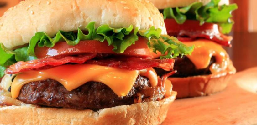 Burger de casă, mai delicios ca la resturant! Vezi cea mai simplă rețetă