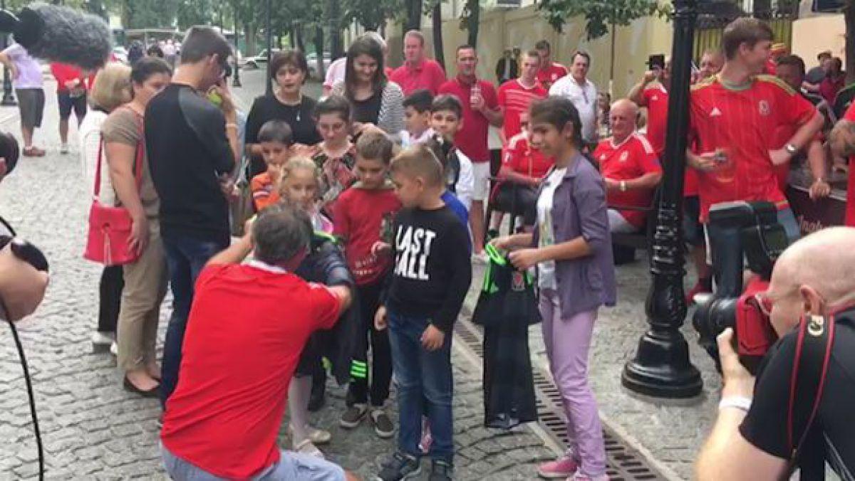 foto--donatii-de-peste-1-000-de-lire--ce-bunuri-au-impartit-fanii-galezi-copiilor-orfani-din-chisinau-36757