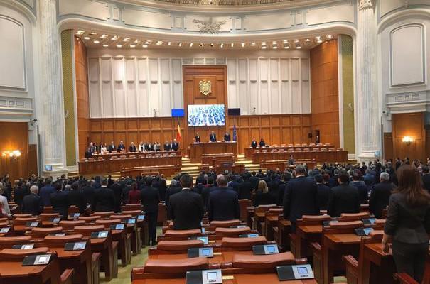 Deputații din România vor face interviuri pe Facebook și YouTube