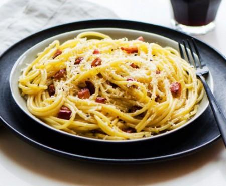 Paste Carbonara – o rețetă simplă și gustoasă, perfectă pentru masa de prânz!
