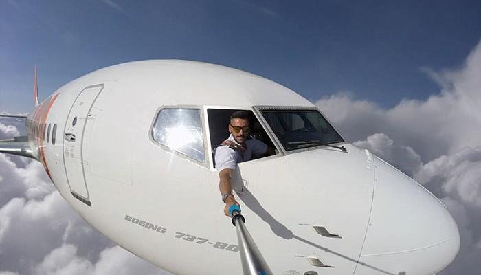 Un pilot a înnebunit peste 60 de mii de oameni cu poze periculoase, care s-au dovedit a fi o simplă lucrare în Photoshop