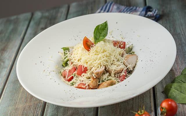 Prepară delicioasa salată à la Provence chiar la tine acasă! Iată de ce ingredinte ai nevoie