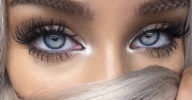 """Sprâncene """"împletite"""" în cosiță – o nouă tendință dictată de Instagram"""