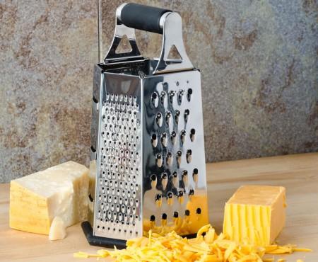 Răzătoarea îți poate sluji nu doar în bucătărie. Vezi ce mai poți face cu ea!