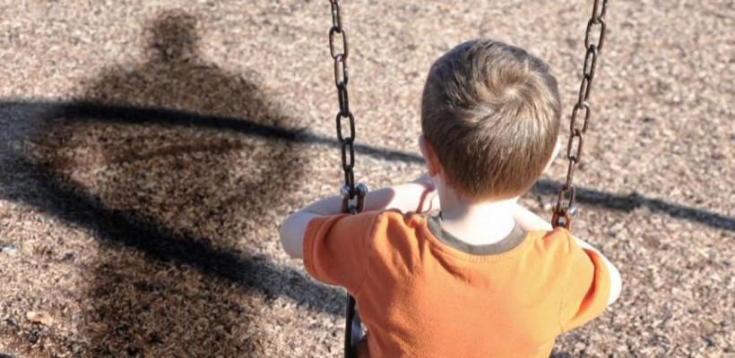 Un băiat de 14 ani, abuzat sexual de un om de afaceri. Întâlnirea ar fi fost aranjată de directorul internatului în care învăța copilul