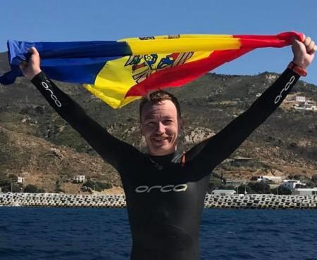 18 kilometri în 4 ore și 27 de minute! El este al doilea moldovean care a traversat înot Strâmtoarea Gibraltar