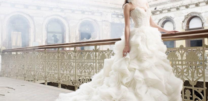 Te căsătorești în această toamnă? Iată care sunt tendințele în materie de rochii de mireasă (Foto)