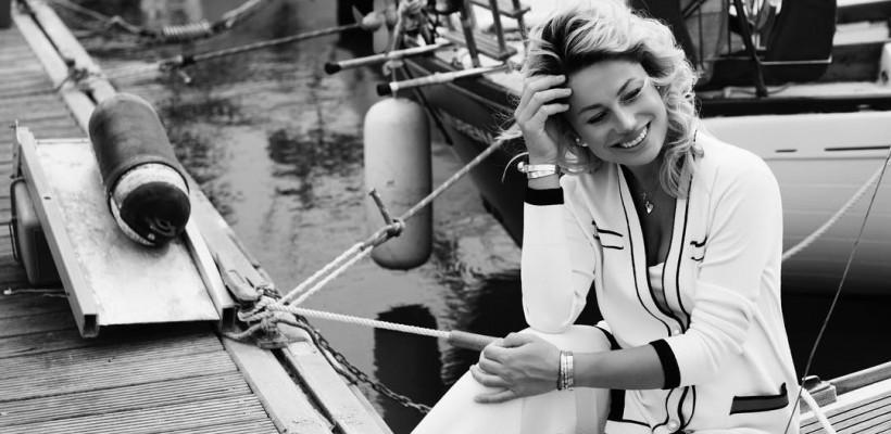 Îi stă bine cu burtică! Natalia Gordienko, într-o noua ședință foto superbă, pe malul mării (Foto)