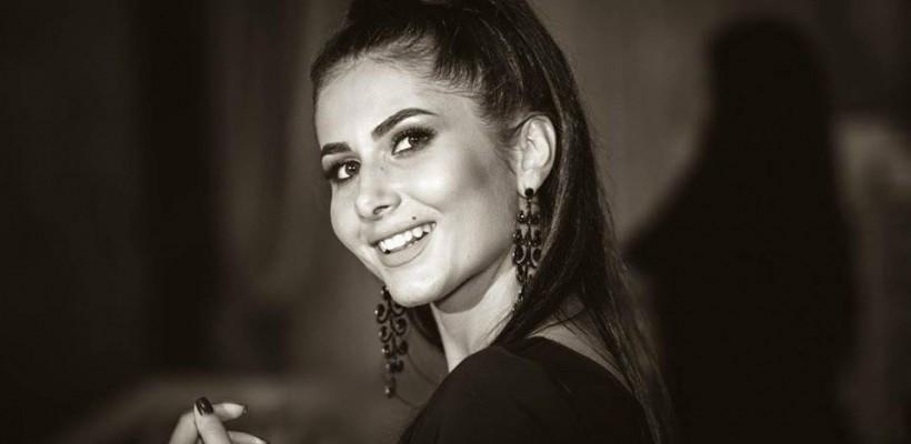 Prezentatoarea TVR Moldova, Nicoleta Adam, are o garderobă impresionantă. Cea mai ieftină rochie a costat-o doar 1 leu