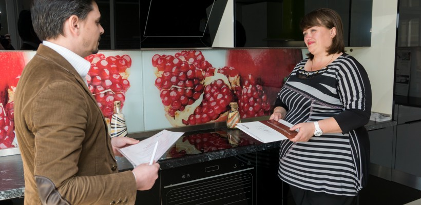 O companie de mobilă din Moldova dăruiește la aniversarea sa bucătăria care i-a marcat startul acum 5 ani. Cine e norocosul câștigător