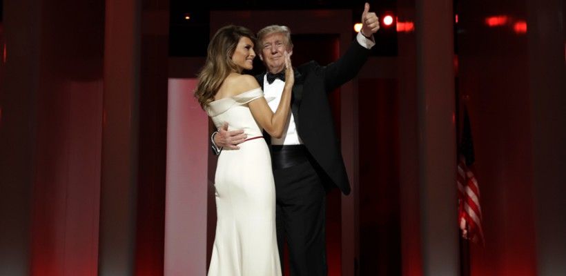 Melania Trump va dona unui muzeu din Washington D.C. rochia purtată la primul bal prezidențial