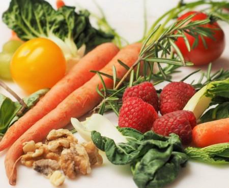 Carnea de pui, pulpa de porc şi macroul sunt cele mai săţioase alimente. Iată ce fructe țin de saț