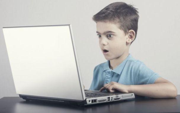 Părinții învață cum să-și protejeze copiii pe Internet