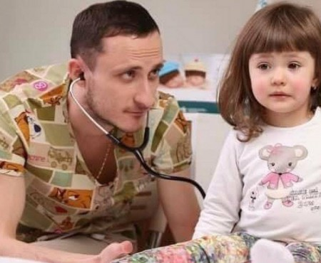 Îndrăgitul pediatru, Mihai Stratulat, revine pe Facebook. Ask a Doctor își reia activitatea