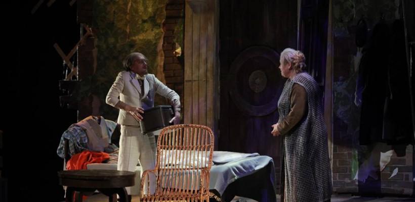 """Cum a fost primit la București spectacolul """"My darling missis Kronky"""" al Teatrului Ginta Latină"""