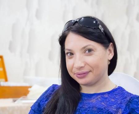 """Natalia Bumbu, absolventă de drept cu nevoi speciale: """"Vrem să fim  acceptate așa cum suntem"""""""