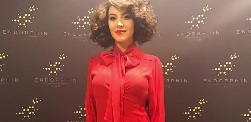 Nicoleta Nucă, într-o ținută inspirată de moda anilor 70! Interpreta arată fabulos (Foto)