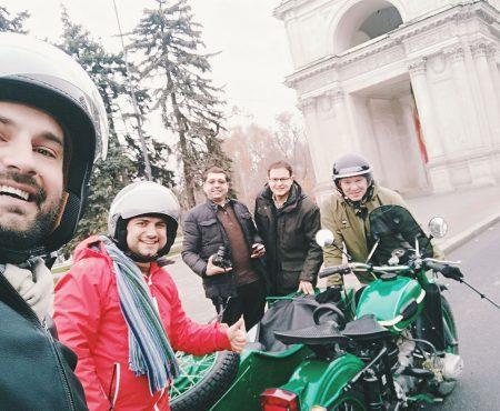 Mihai Cecan te invită să sari în atașul motocicletei ca să redescoperi Moldova. Primii turiști au rămas încântați de experiență