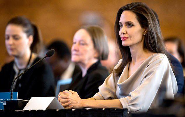 Angelina Jolie a fost cea mai frumoasă la conferința ONU! Actrița a purtat o rochie elegantă (Foto)