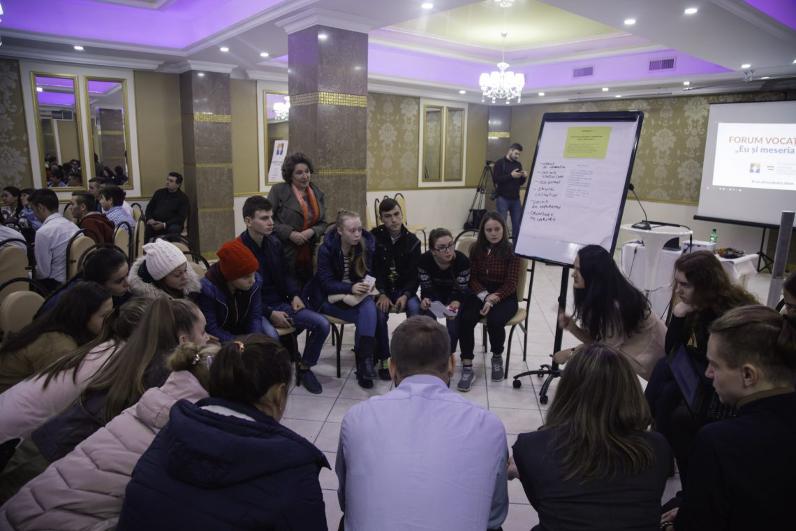 Premieră de discuții și dezbateri între elevi și autorități! Zeci de tineri și-au dat întâlnire la Forumul Vocațional din Republica Moldova