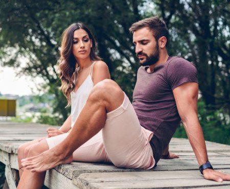 4 lucruri care îl fac pe iubitul tău să se îndepărteze de tine. Renunță să le mai faci!