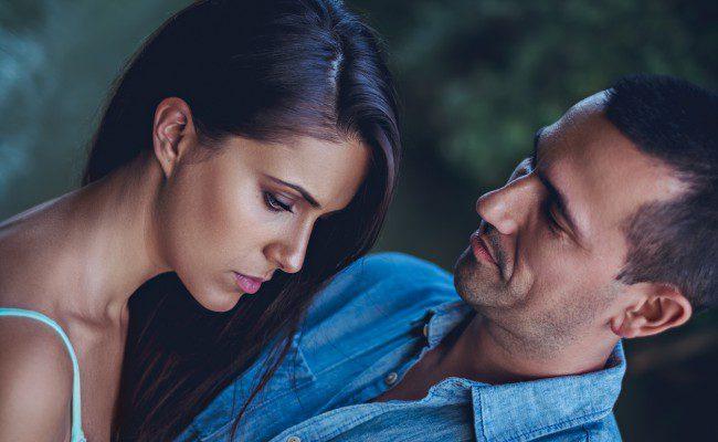 Ai impresia că partenerul de viaţă te înşală, dar nu ai nicio dovadă concretă? Fii atentă la detalii!