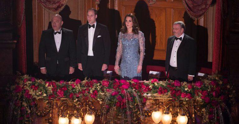 Kate Middleton, strălucitoare la propriu la gala Royal Variety Performance! Ducesa a fost în centrul atenției (Foto)