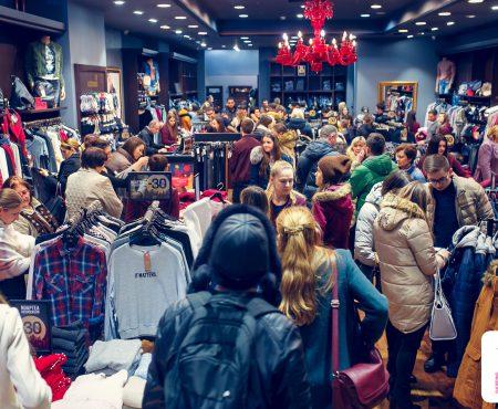 Reduceri, distracție și multe premii! Cum a avut loc Noaptea Reducerilor la Shopping MallDova