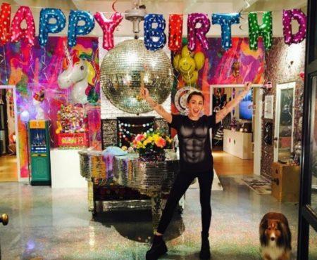 Miley Cyrus, surprinsă de iubit chiar înainte de a-și sărbători ziua de naștere