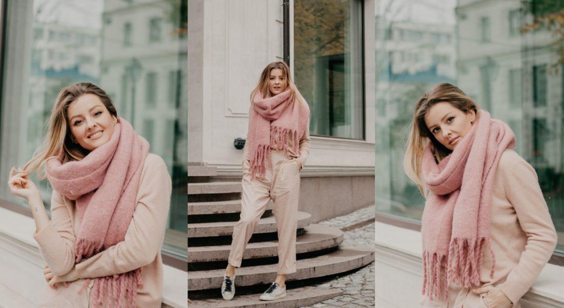 """Ana Ciorici îndeamnă fashionistele să poate ținute pastelate în sezonul rece. """"Acestea arată foarte bine pe străzile alb-surii"""""""