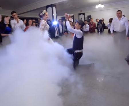 """""""Viața nu este doar un vals"""". Doi miri au făcut furori cu dansul pregătit la nunta lor (Video)"""